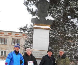 Митинг у памятника Герою